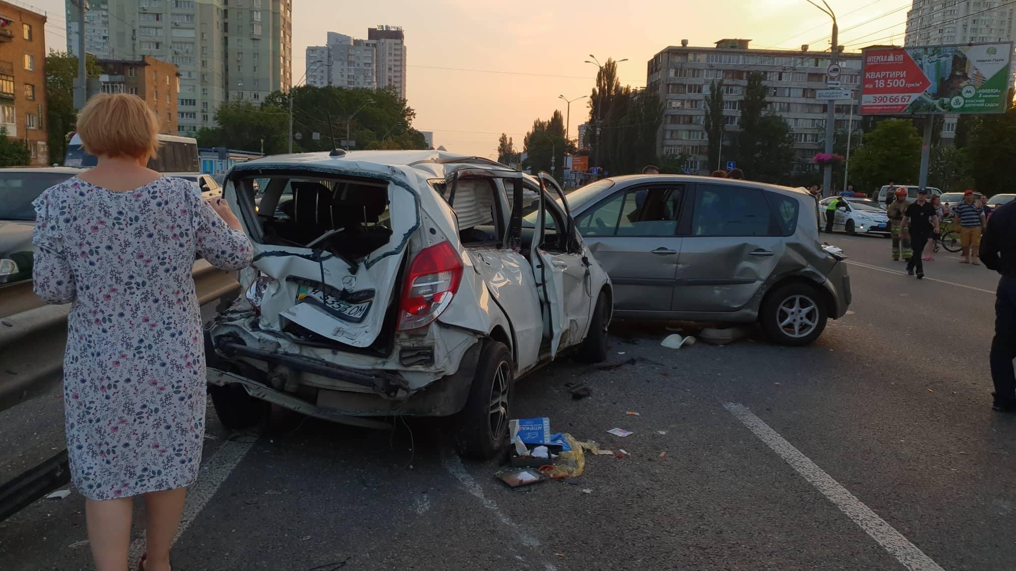 ДТП перекрыло движение по проспекту Победы