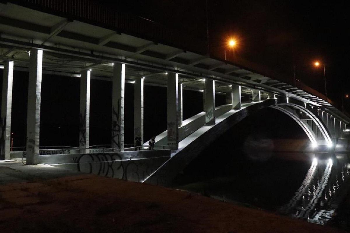 В Киеве в Гидропарке под Венецианским мостом обнаружили труп женщины