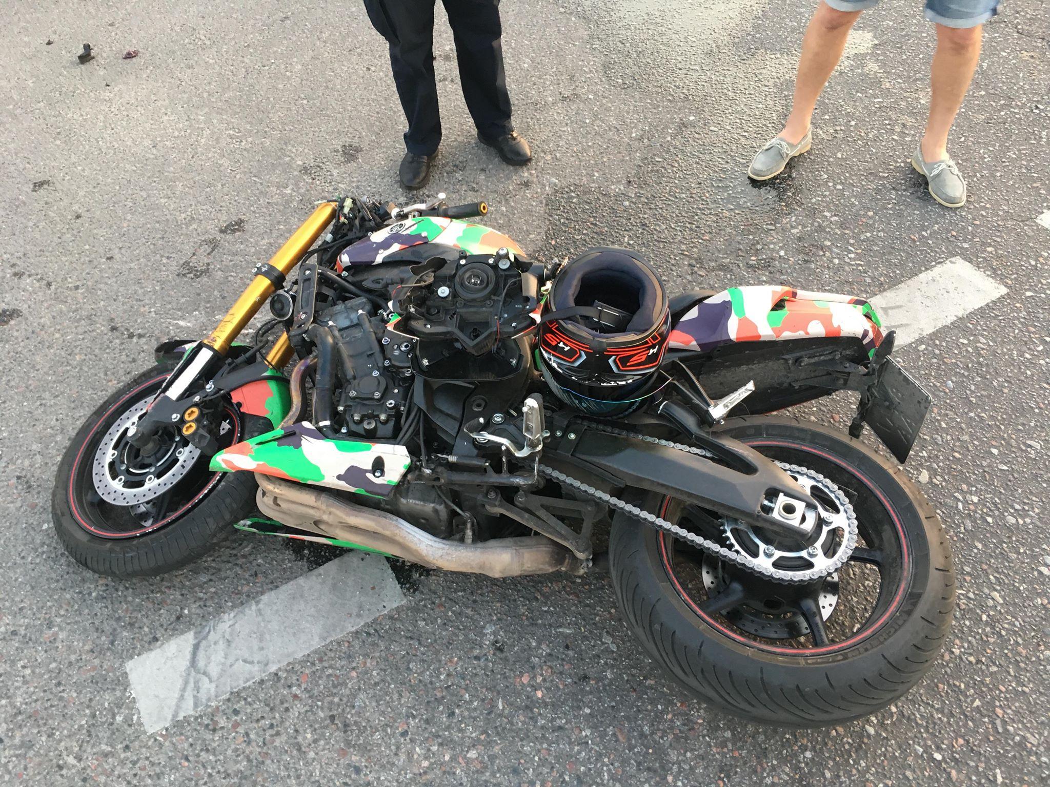 мотоциклиста госпитализировали в больницу скорой помощи