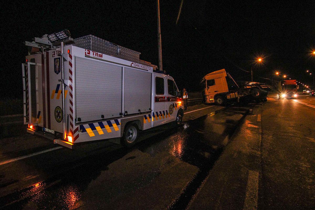 Ликвидировать происшествие выехали спасатели КРАС и тяжелая техника