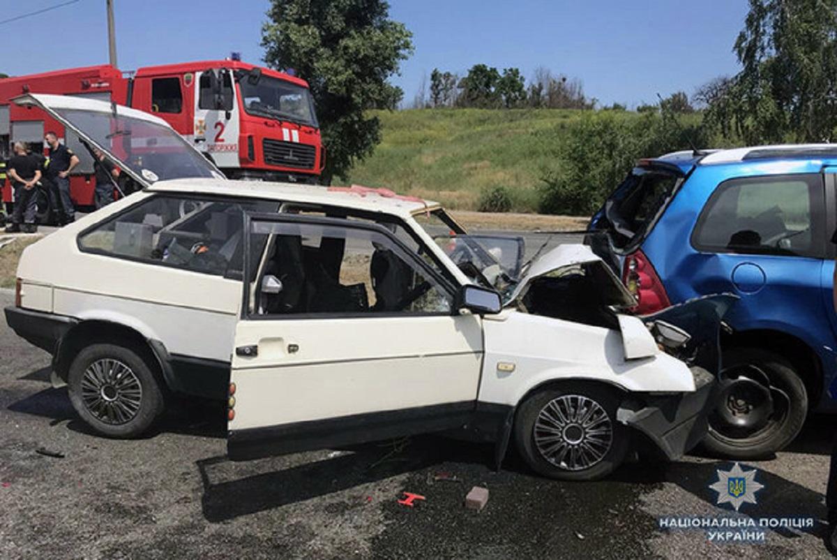 Во время аварии в Запорожье погибли два человека, еще четыре пострадали