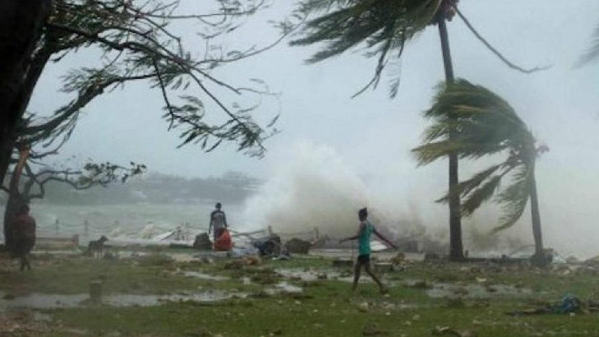 В Индии во время шторма погибли около 30 человек
