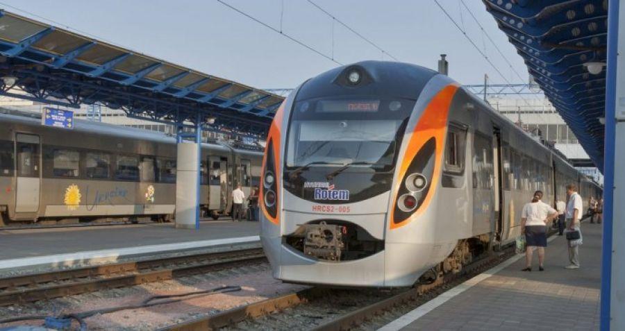 """""""Укрзалізниця"""" постоянно добавляет новые поезда на популярные направления"""