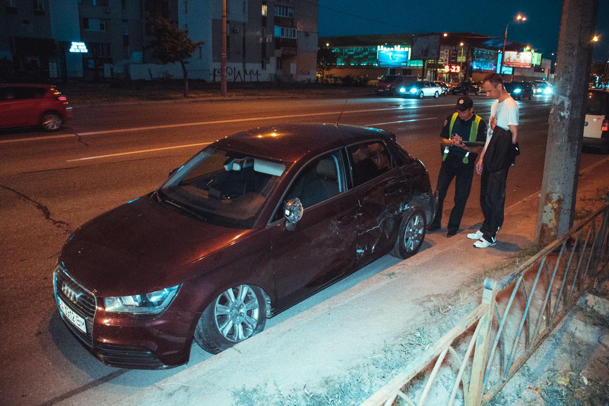 На перекрестке Днепровской набережной с улицей Березняковская столкнулисьNissan иAudi