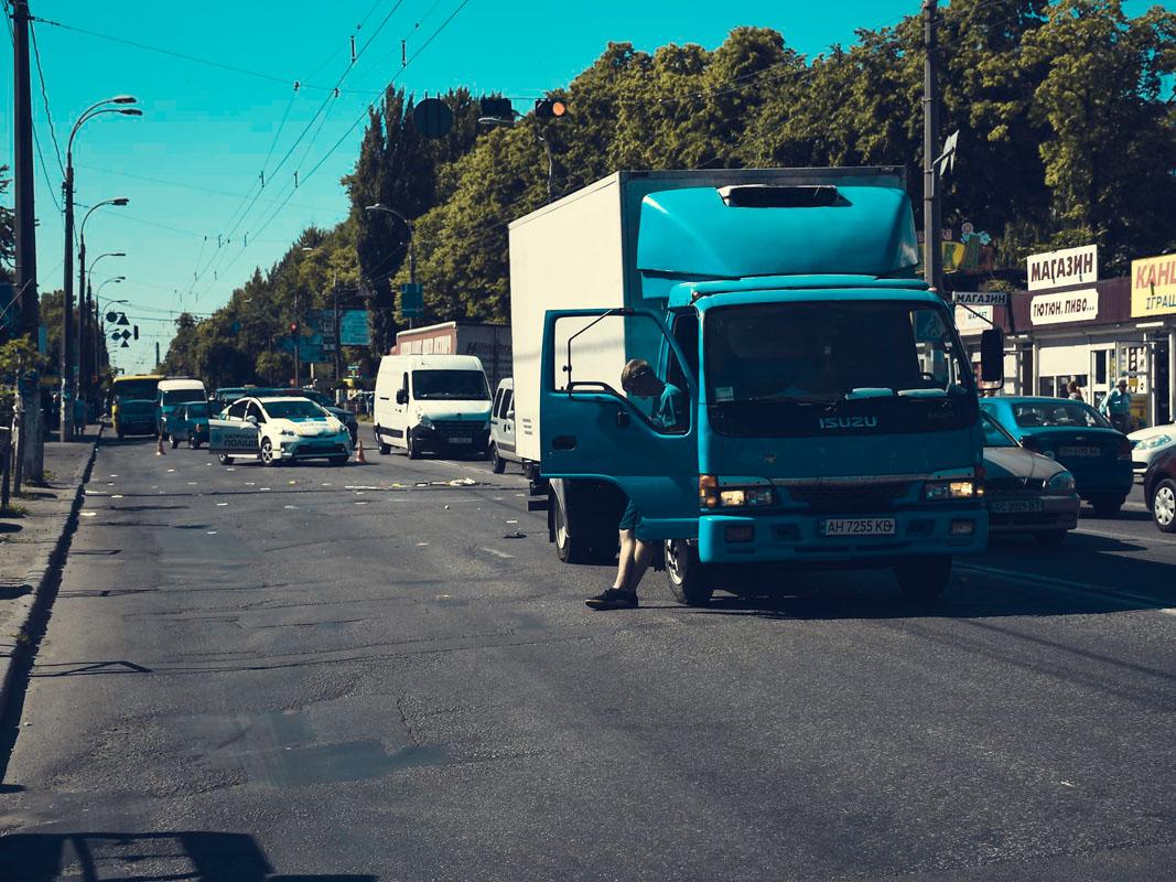 Движение на улице Щербаковского затруднено