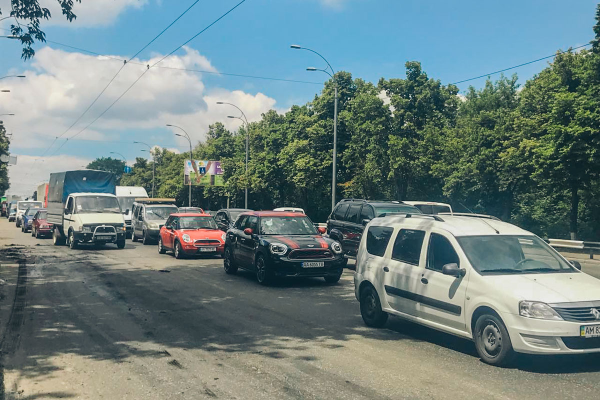 По проспекту Лобановского -пробка в сторону автовокзала