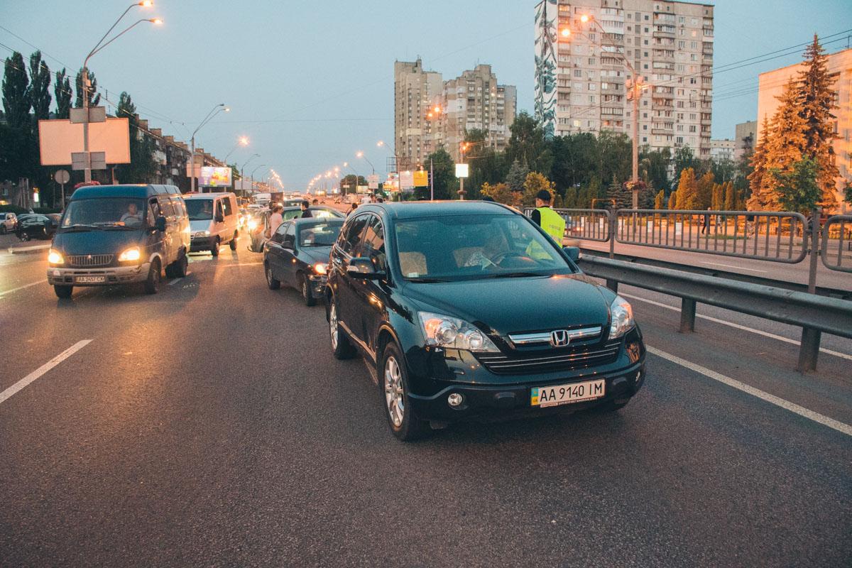 В результате аварии образовалась огромная пробка вдоль всего проспекта