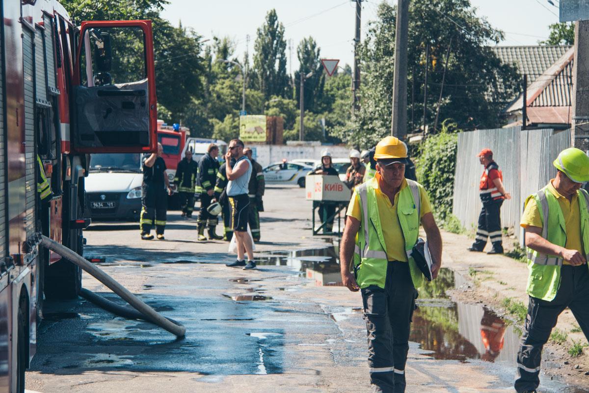 На месте происшествия работали 4 пожарных части