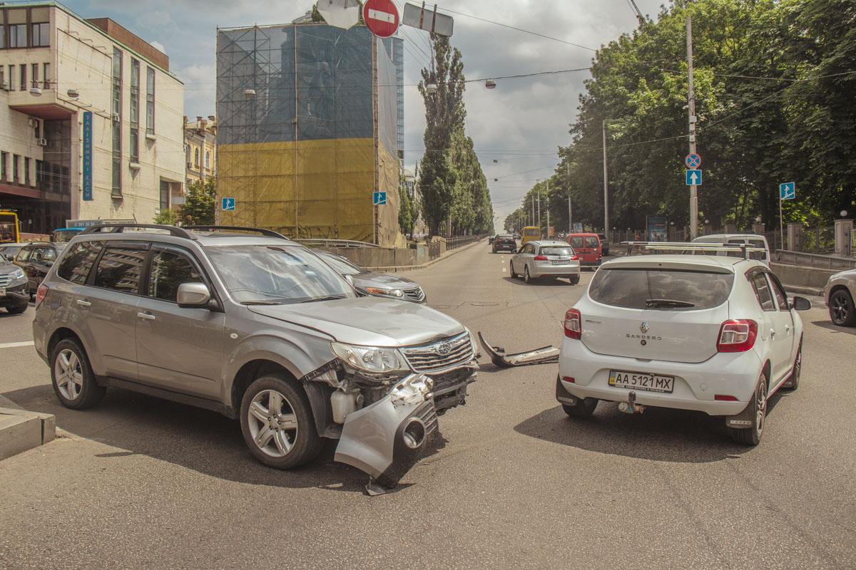 На бульваре Тараса Шевченко столкнулисьSubaru и Renault