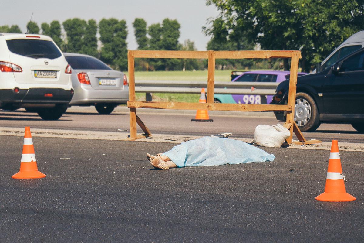 Мужчина средних лет перебегал дорогу в неположенном месте