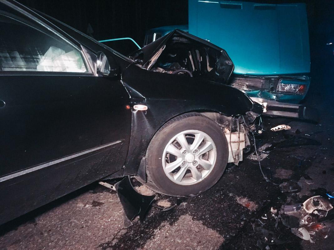 """Пострадали трое: пассажир и водитель """"ВАЗа"""", а также драйвер Cerato"""