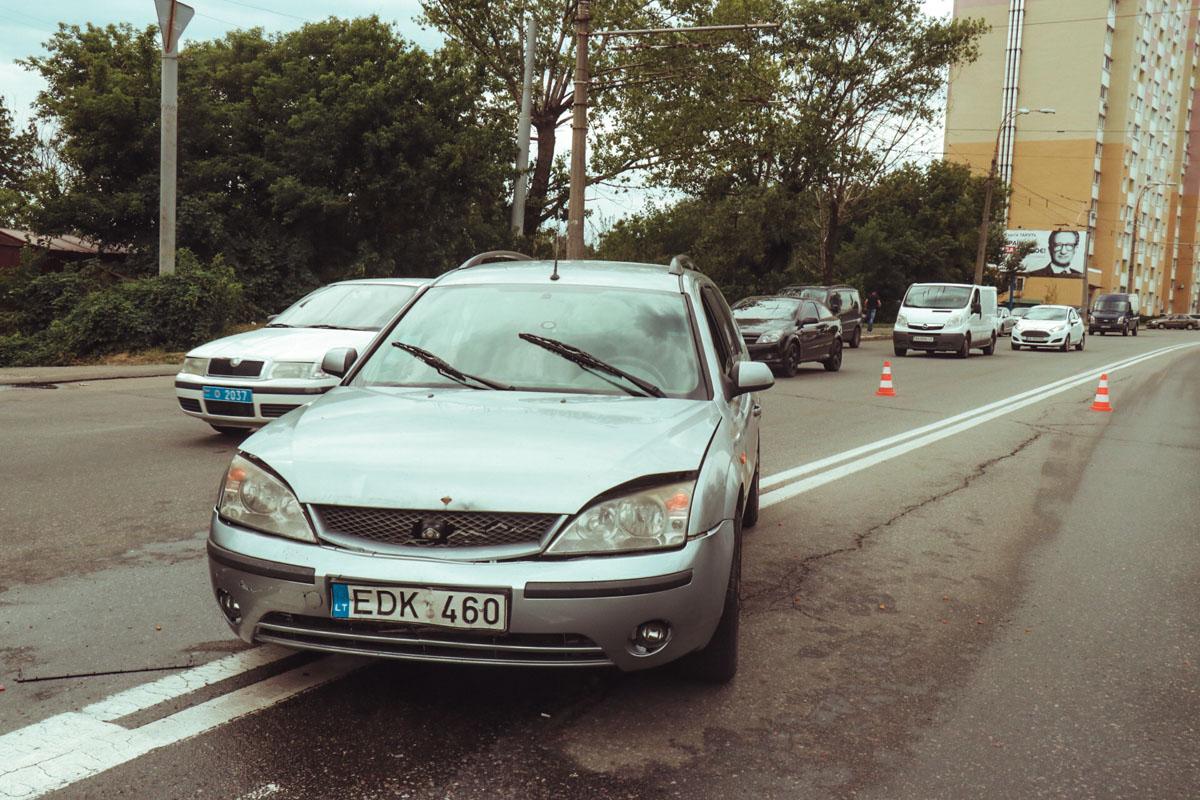 От удара Fiat по инерции проехал около метра и сбил женщину