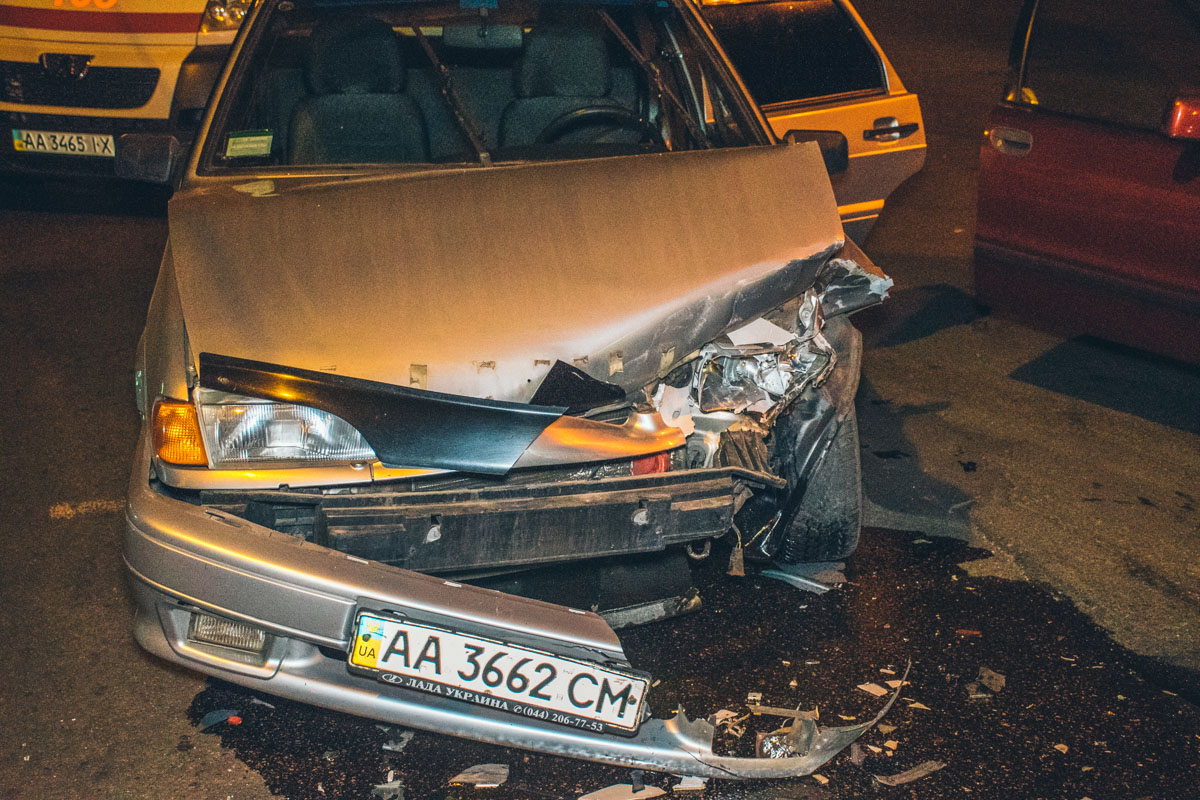 В Lada пострадали водитель и пассажир