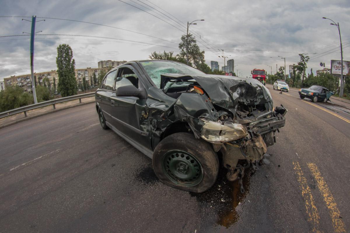ВодителяOpel госпитализировали с серьезными травмами