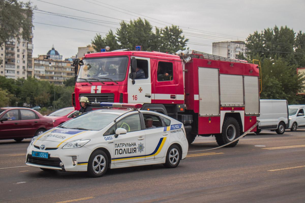 """Из-за аварии в """"Таврии"""" повредился бензобак, по дороге разлилось топливо"""