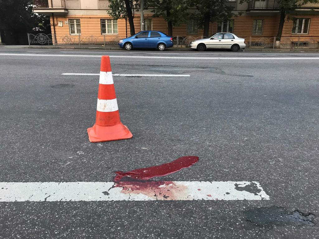 Мужчина перебегал дорогу в неположенном месте