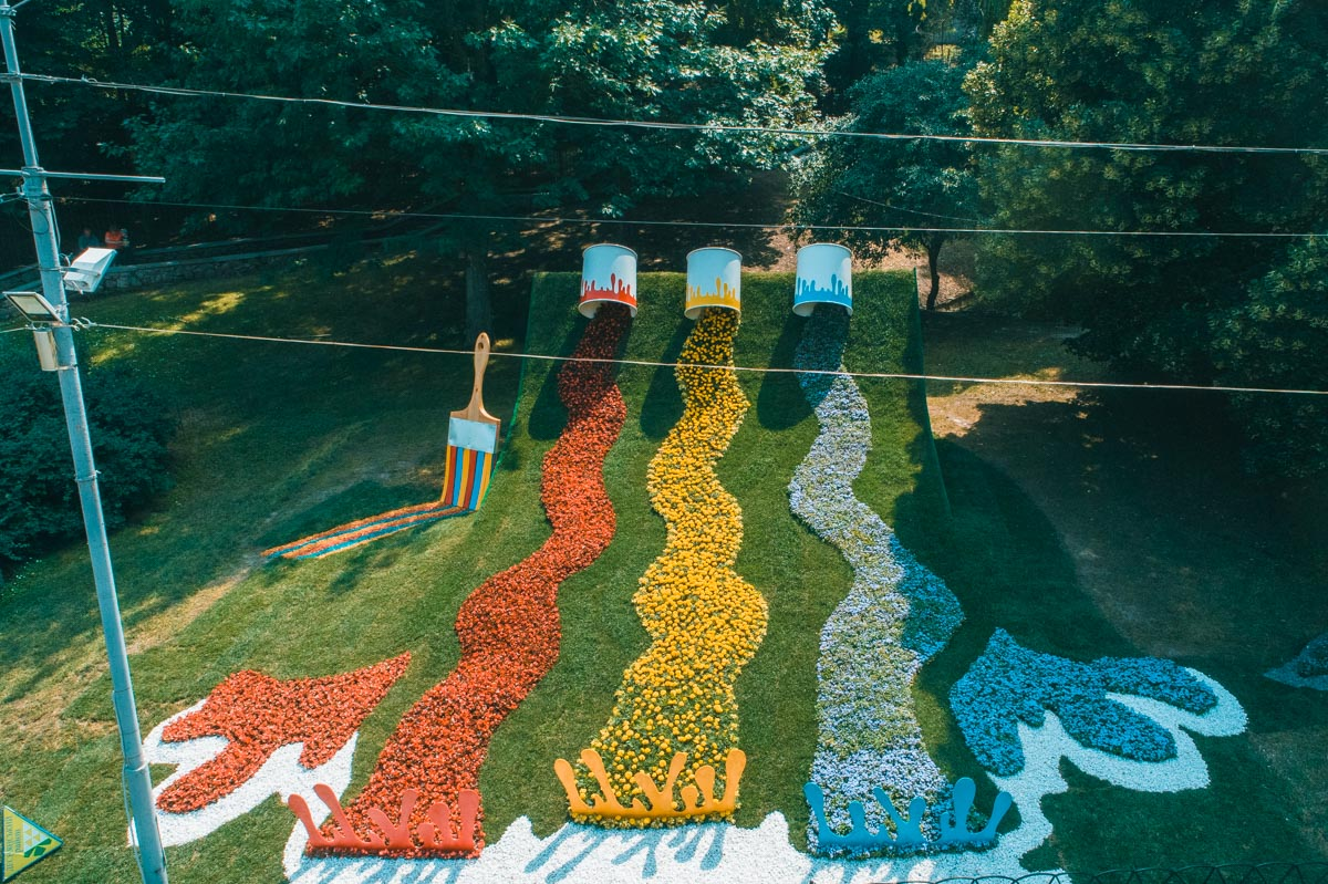 Все композиции из цветов с высоты выглядят как полноценные картины