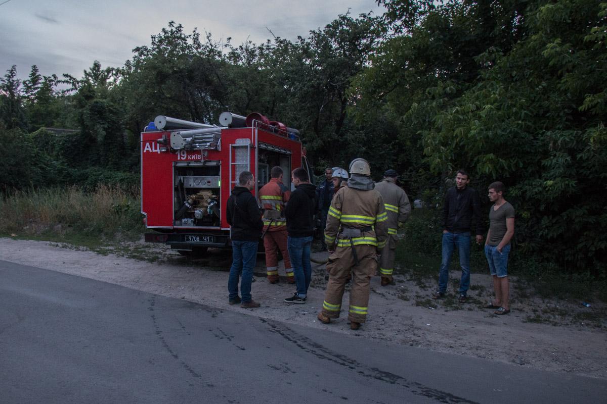 Прибывшие на место спасатели оперативно ликвидировали возгорание и не дали распространиться огню