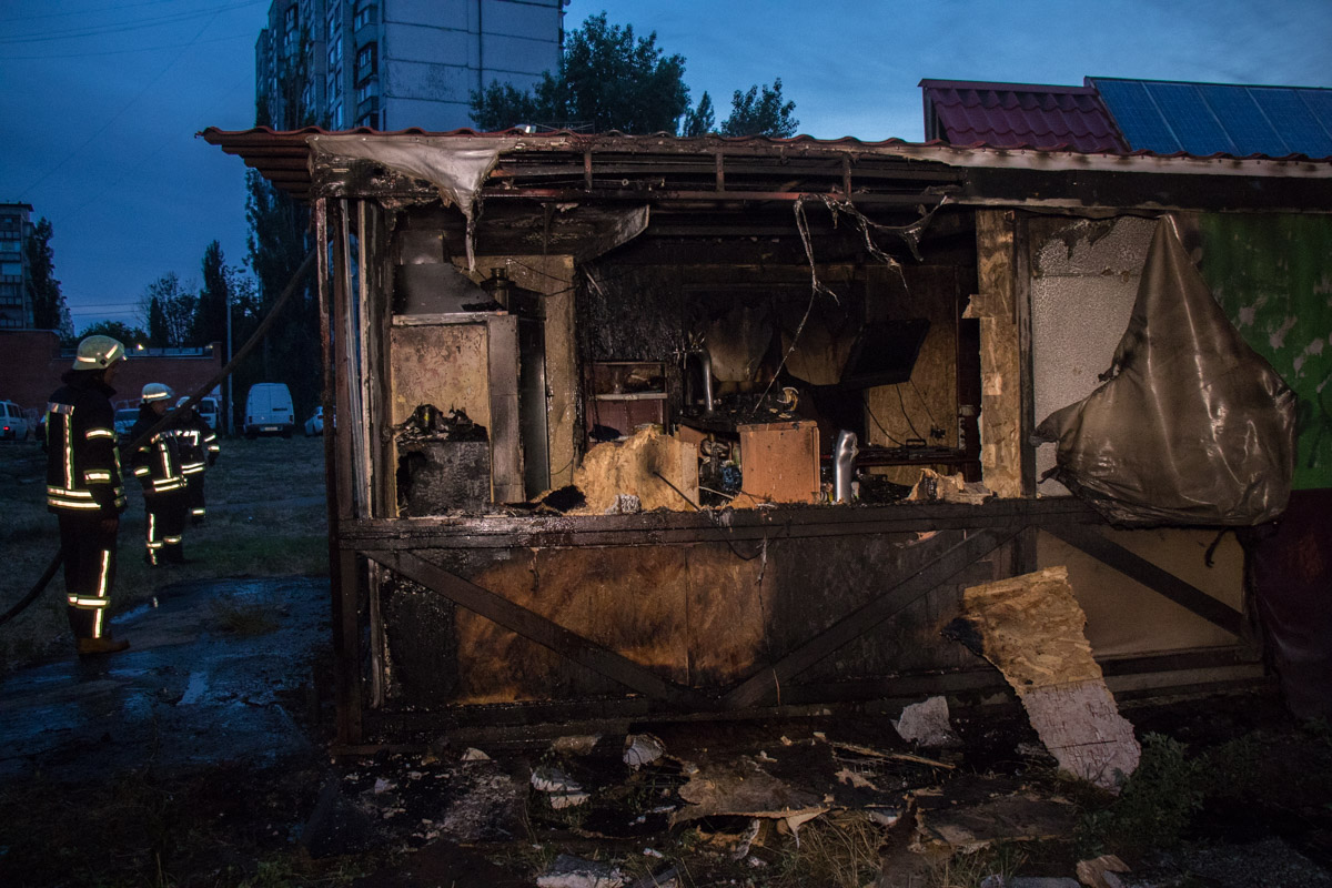 В Киеве на улице Березняковской, 20 произошел пожар. Горело местное кафе