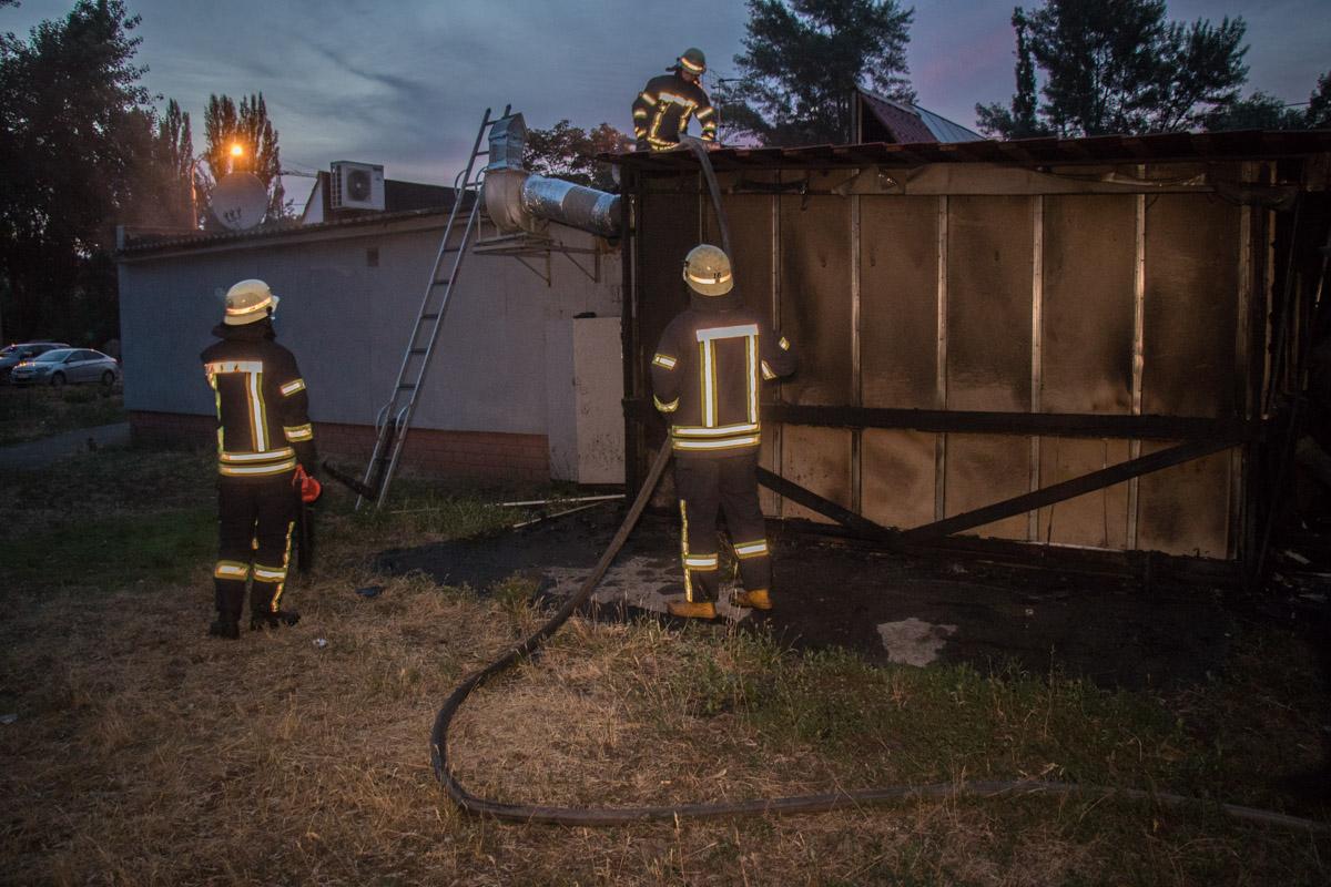 Огонь охватил площадь около 20 квадратных метров