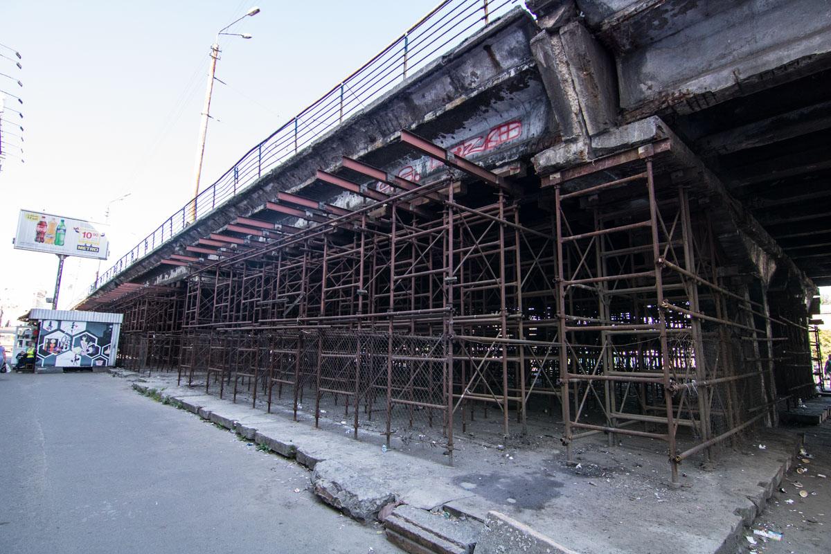 По состоянию на вечер 1 июня дорога не перекрыта, не видно и коммунальщиков, которые должны были начать реконструкцию развязки