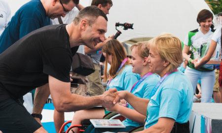 Самые необычные участники Пробега под каштанами: Кличко наградил бегунов