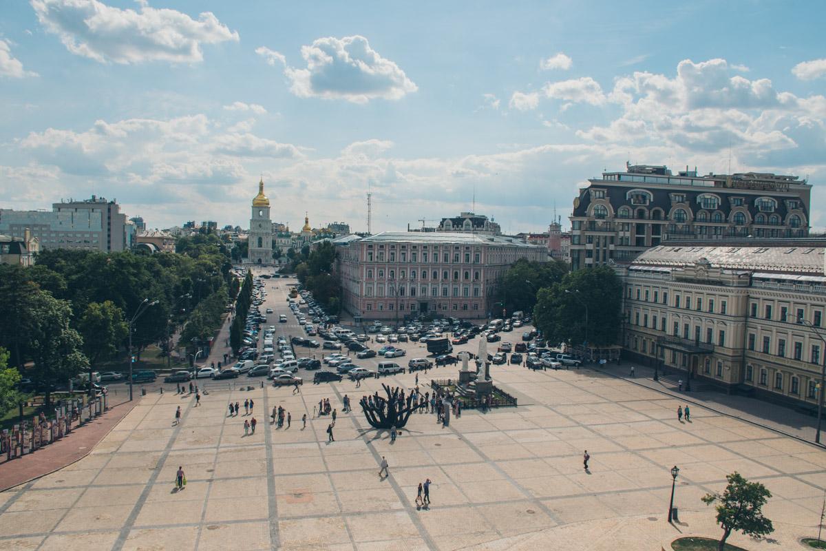 Надувную скульптуру установили на Михайловской площади