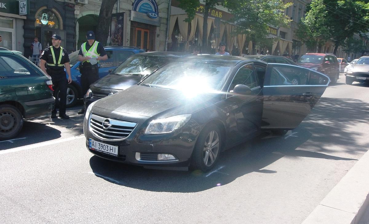 В момент аварии в Opel находилась маленькая девочка