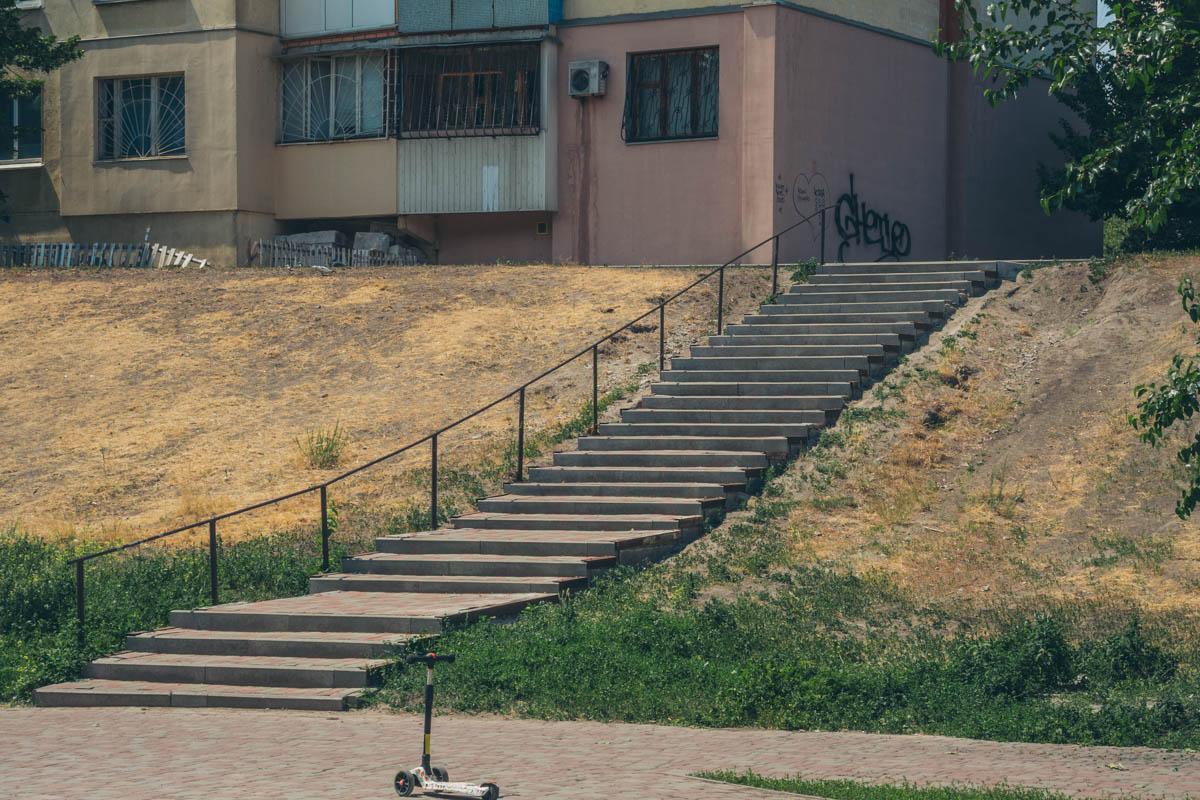 От жилых домов к скверы