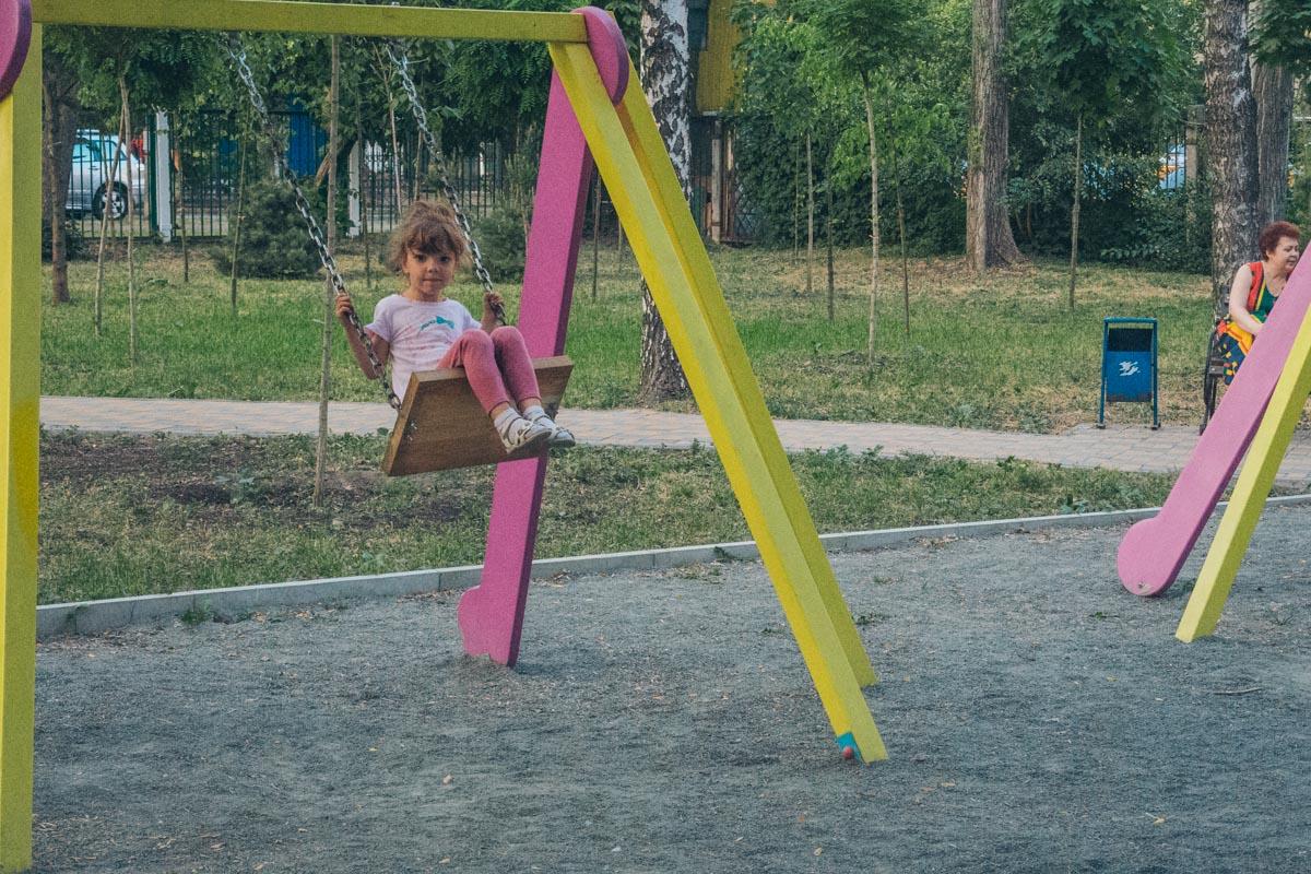 Детская площадке не пустует