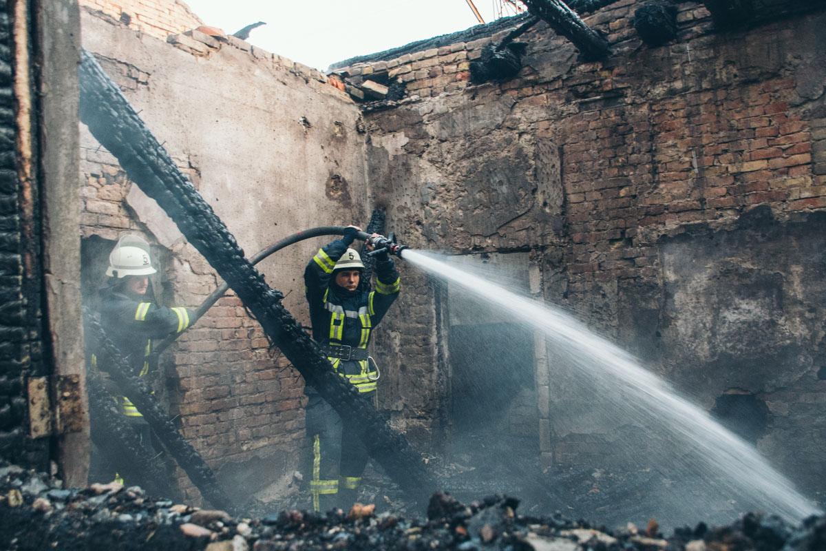 Пожар удалось ликвидировать примерно к 03:00