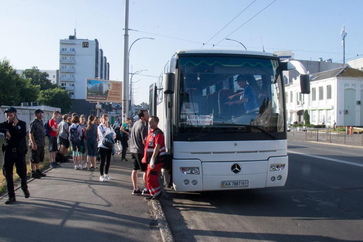 """Автобус забрал детей возле """"Южного"""" вокзала"""