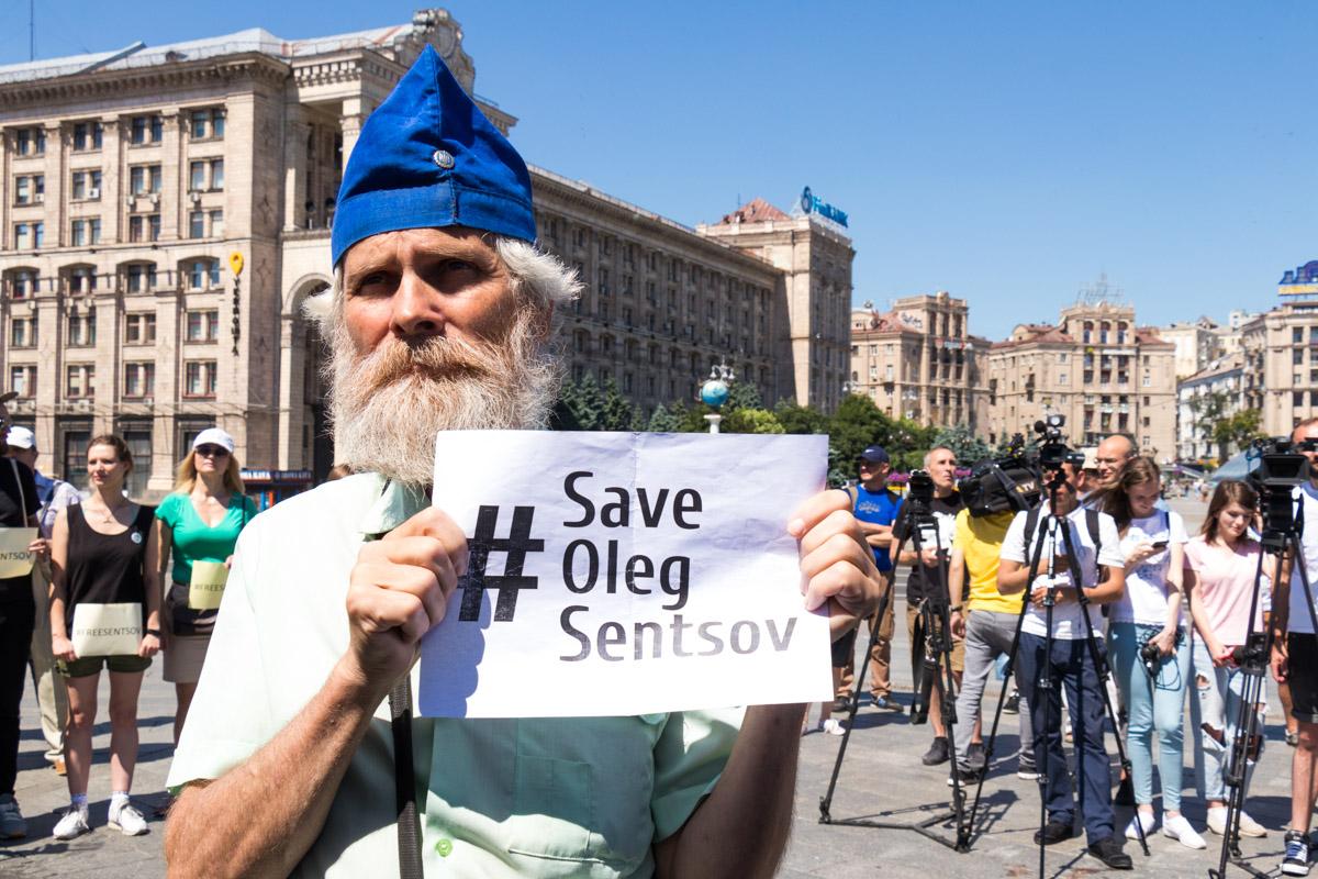 Поддержать заключенного режиссера на Майдан пришли неравнодушные люди
