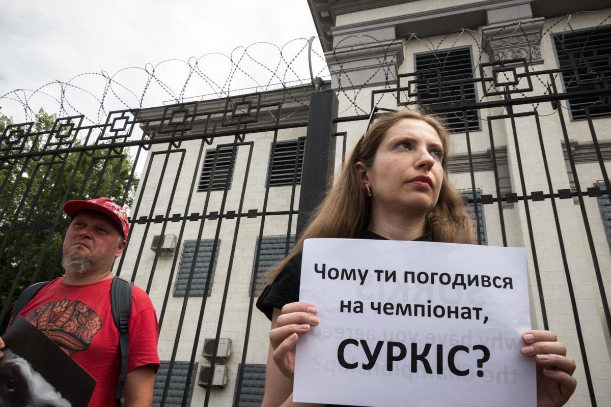Активисты также выступают против трансляции ЧМ-2018 в Украине