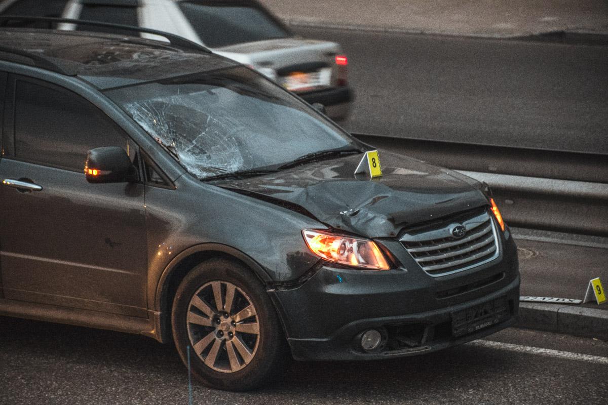 Водитель автомобиляSubaru двигался в левом ряду. Правой стороной машина задела пешехода-нарушителя