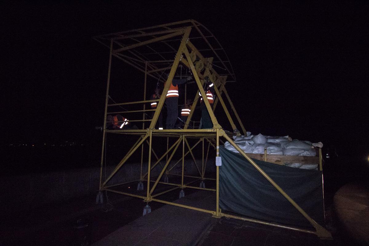 Коммунальщики начали работы около 01:00