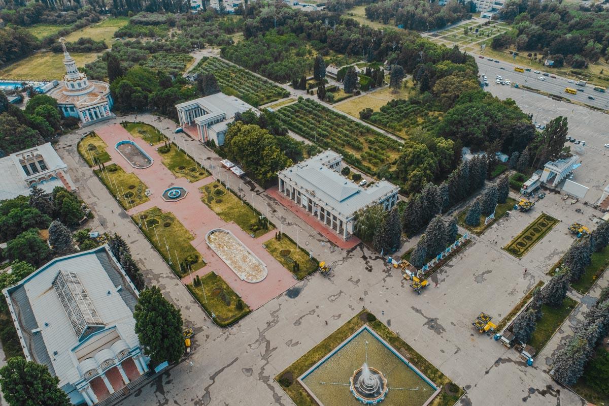 Парк часто балует жителей и гостей столицы разными выставками, а также является любимой зоной отдыха