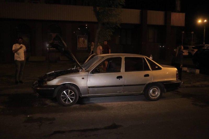 В Киеве на перекрестке улиц Ялтинской и Российской произошел пожар