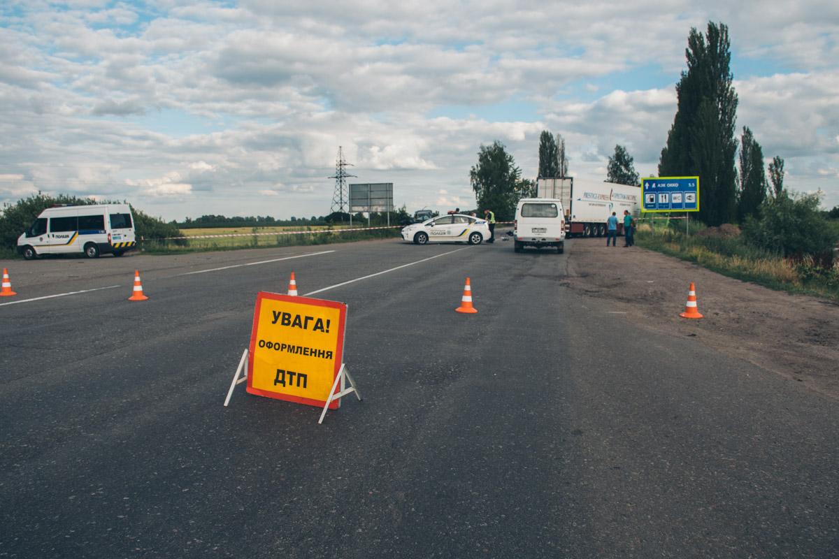 24 июня, под Киевом в районе Борисполя Toyota Fortuna врезалась в две фуры