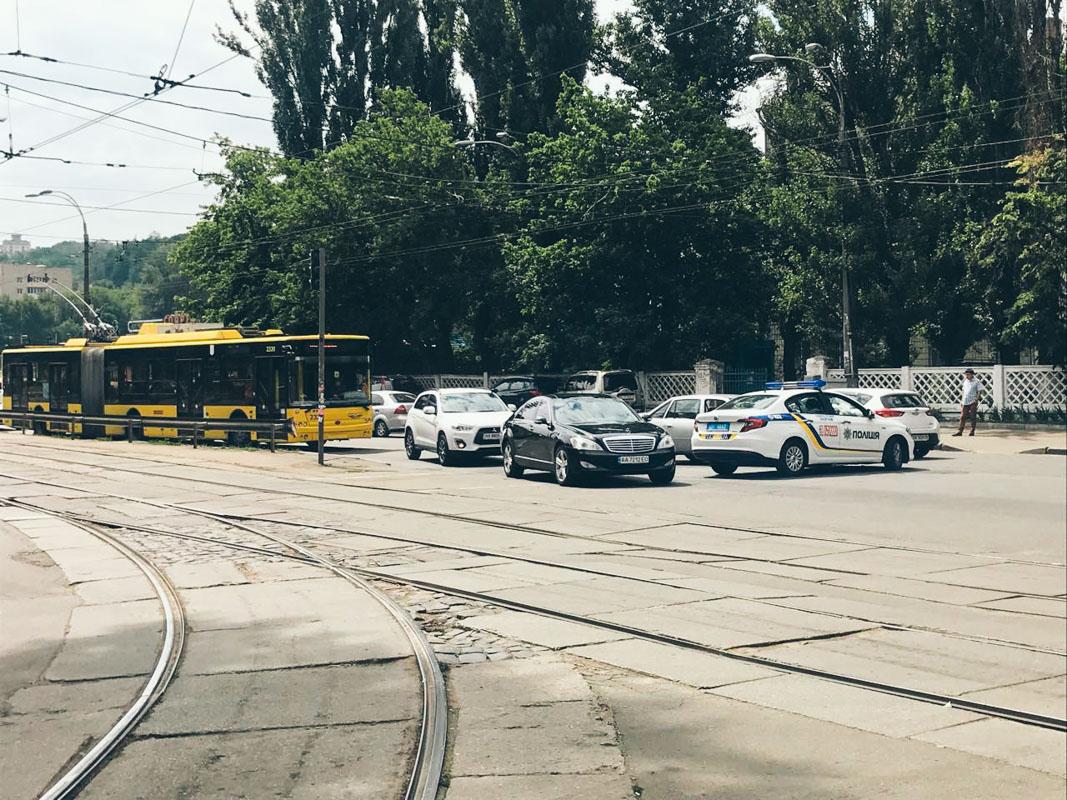 В Киеве на улице Кирилловской произошло ДТП с участием полицейского Fiat