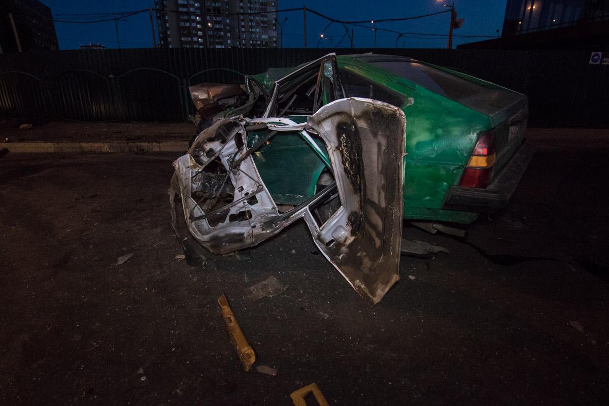 На месте ДТП от автомобиля осталась только груда металла