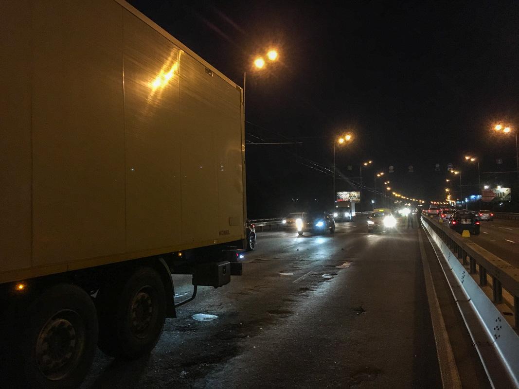 На Северном мосту произошло ДТП с участием габаритного транспорта и легкового авто