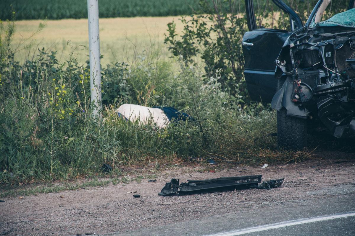 В аварии погибли два пассажира Тoyota. Водителя в тяжелом состоянии забрала скорая помощь