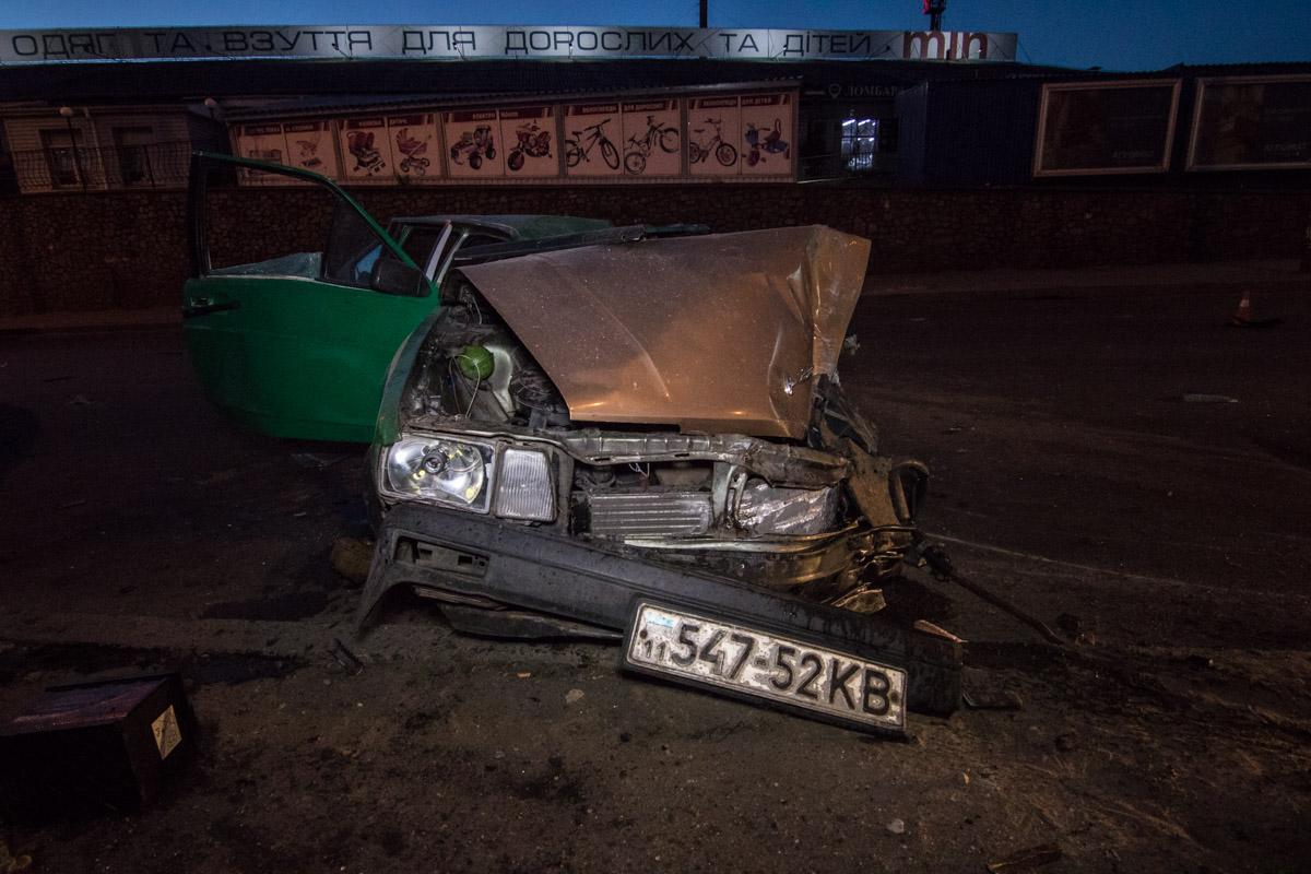 Volkswagen Passat врезался в столб