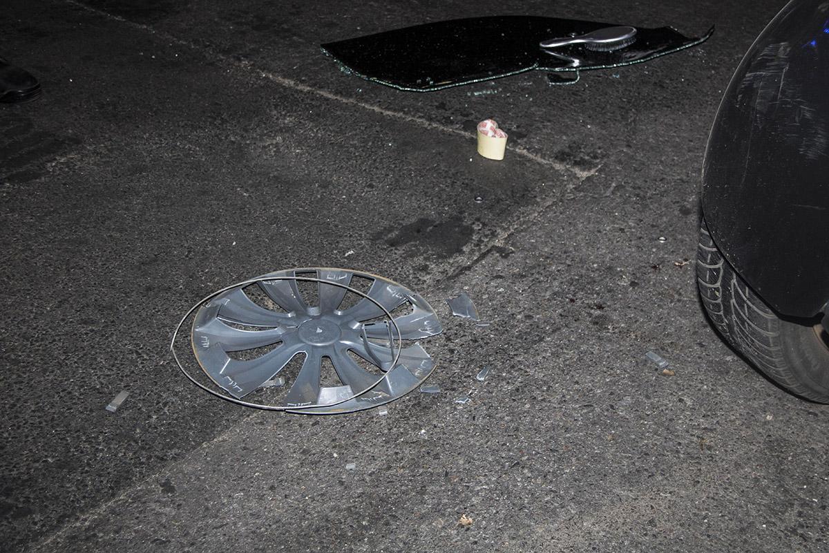 Автомобиль поставили на колеса прохожие
