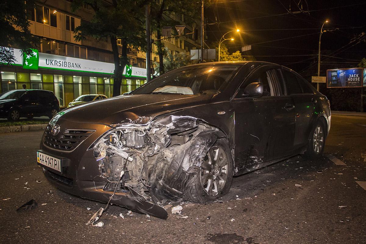 Водитель Camry утверждает, что двигался на зеленый свет