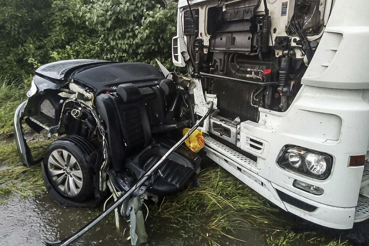 В момент аварии в авто находился водитель и два пассажира, но никто не пострадал