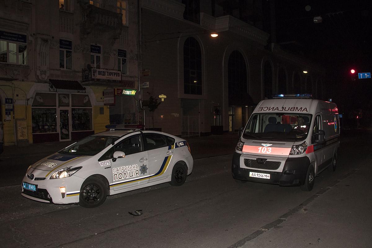 На месте работала полиция и скорая помощь
