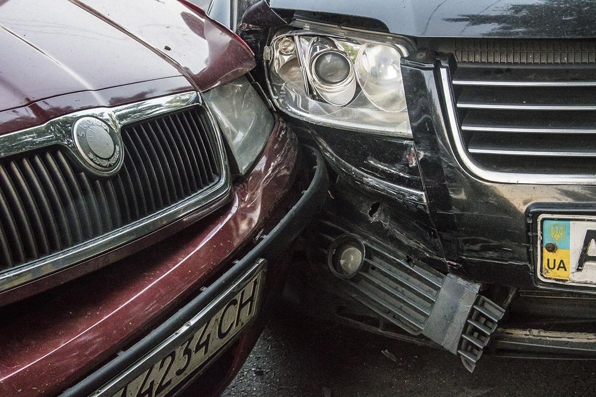 Столкнулись Skoda Octavia иVolkswagen Passat