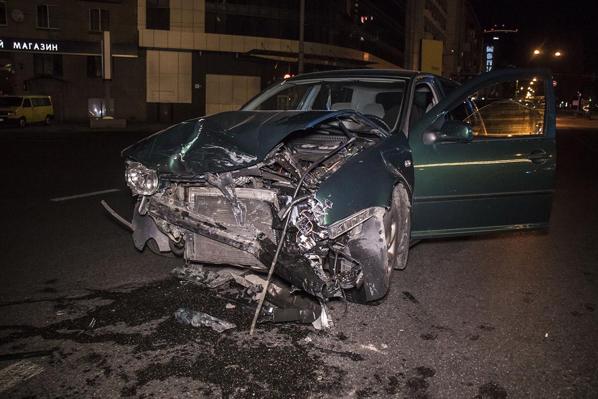 На проспекте Победы столкнулись Mitsubishi Lancer VolkswagenGolf